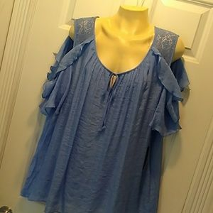 Pretty blue blouse, peek a boo sleeves 2x nwt.
